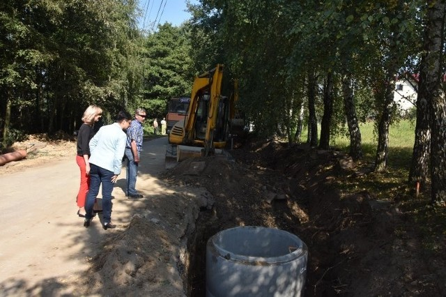 Droga Trąbki - Łazany (gmina Biskupice, powiat wielicki) jest gruntownie modernizowana na długości 1,7 km. Prace pochłoną blisko 4 mln zł