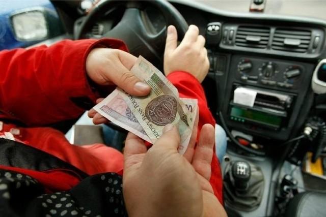 Pensja minimalna, która w bieżącym roku wynosi 2800 złotych, to dla pracodawcy całkowity koszt w wysokości ok. 3370 złotych.