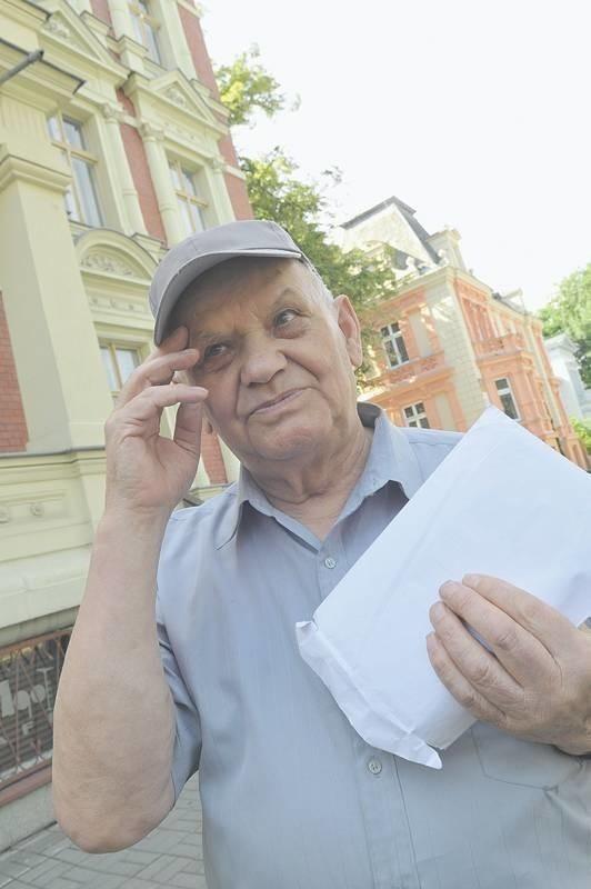 - Urzędnicy chcą bezprawnie wyciągnąć ode mnie pieniądze - uważa Stefan Adamcio