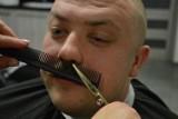 Movember 2019. Zawodowy strażak z Miastka porzucił brodę na rzecz wąsów. W szczytnym celu [zdjęcia]