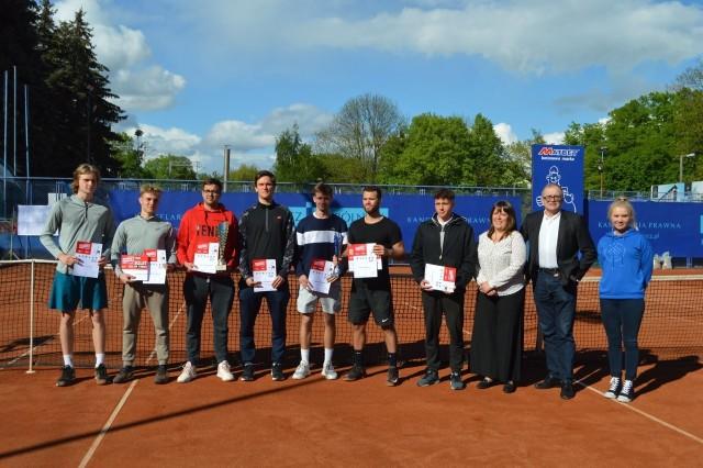 Zwycięzcy trzydniowych zmagań w turnieju półfinałowym AMP na kortach AZS Poznań