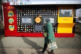Przed krakowskim centrum handlowym M1 stanął, całodobowy, automatyczny sklep [ZDJĘCIA]