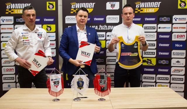 Na zdjęciu od lewej: trener Cellfast Wilków Ireneusz Kwieciński, prezes krośnieńskiego klubu Grzegorz Leśniak i prezes Spartana Przemyśl Maciej Gilowski.