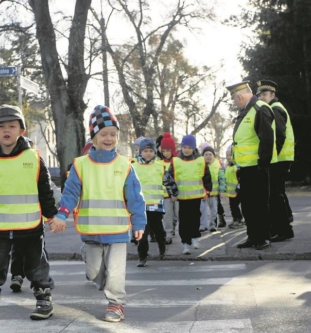 Strażnik miejski we Wrocławiu, z dwuletnim stażem pracy, może liczyć na 2100 zł brutto, a z 20-letnim na 3200 złotych miesięcznie