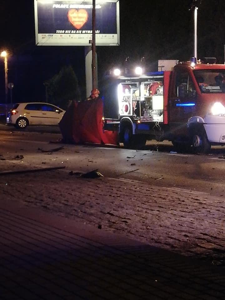 Poważny wypadek na Raciborskiej w Rybniku. Kierowca zbiegł....