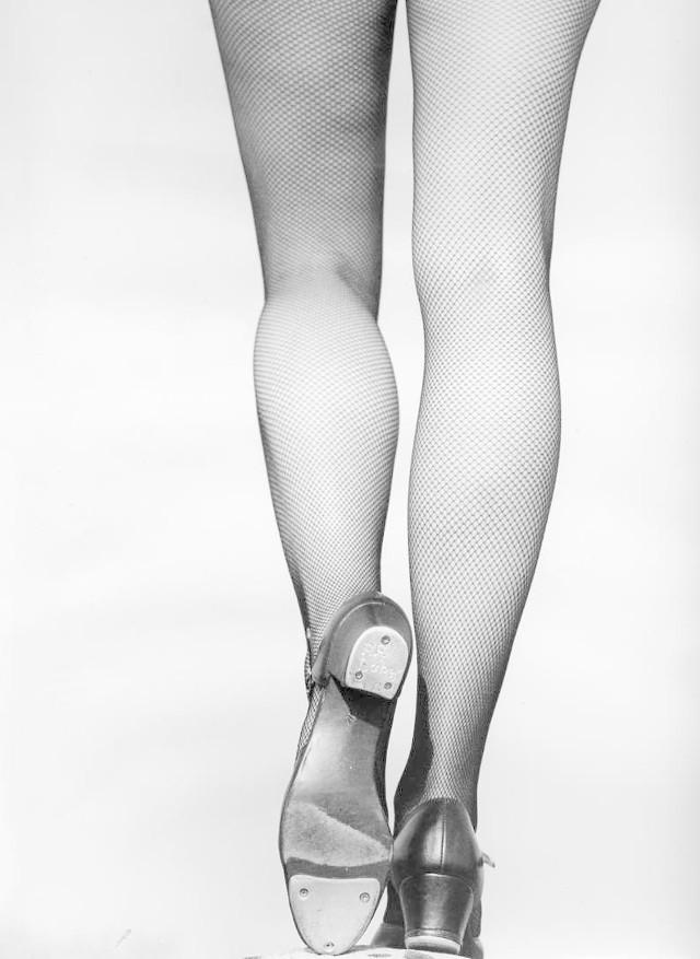 Do stepowania potrzebne są specjalne buty podkute metalowymi blaszkami do wystukiwania rytmu.