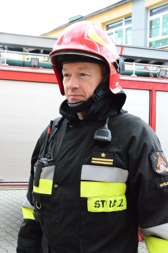 Rzecznik myślenickiej PSP: Funkcjonariusze dali tym samym przykład, że nie tylko potrafią ratować poszkodowanych podczas pożarów, wypadków ale również gdy zachodzi potrzeba w tym trudnym okresie epidemii są w stanie pomagać osobom chorym