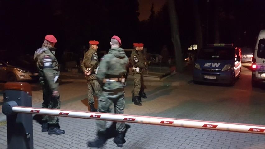 Ekshumacja Joanny Agackiej-Indeckiej. Policjanci zatrzymali 11 osób próbujących zablokować ekshumację, wśród nich dziennikarze OKO.press