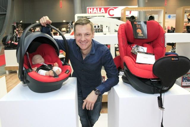 """Gościem na targach Kids' Time w Kielcach był w czwartek Marcin Mroczek, gwiazda serialu """"M jak Miłość"""". Ponieważ na sercu leży mu bezpieczeństwo dzieci, został ambasadorem marki BeSafe, producenta bezpiecznych fotelików samochodowych dla dzieci."""