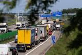 Powroty z długiego weekendu w korkach na A4 pod Wrocławiem