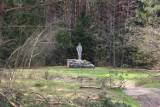 Popówka. Po wielkiej tragedii wieś zniknęła z powierzchni ziemi. Został tylko pomnik na skraju lasu