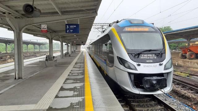 Przebudowa peronów na dworcu kolejowym w Kędzierzynie-Koźlu.