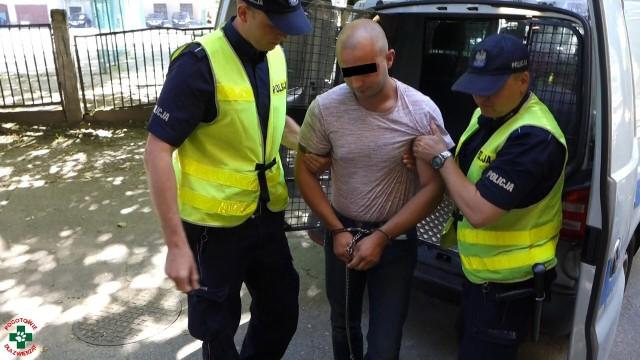 Decyzją Sądu Rejonowego w Oleśnicy mężczyzna został aresztowany na 3 miesiące. Status pokrzywdzonego w sprawie uzyskało Pogotowie dla Zwierząt