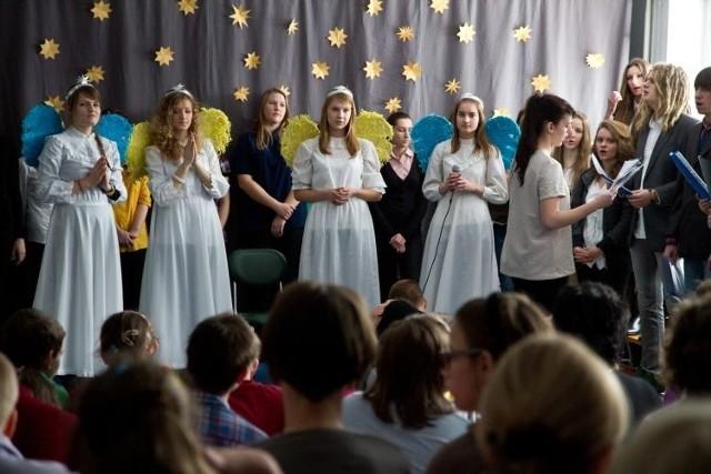 Licealiści śpiewali kolędy w dwóch językach