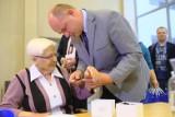 Włocławscy seniorzy także zapisują się na bransoletki życia. Rekrutacja już ruszyła