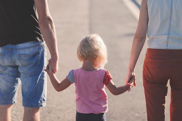 Caritas Diecezji Sosnowieckiej poprowadzi Szkołę Rodziców - program wsparcia dla rodzin i rodziców