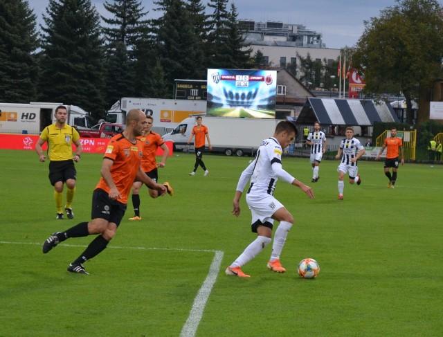 Kamil Ogorzały (z piłką) zdobył gola w ostatnim meczu z Widzewem. Czy teraz też wpisze się na listę strzelców?