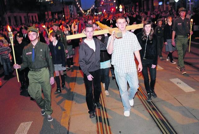 Ponad 2 tysiące osób uczestniczyło w ekumenicznej drodze krzyżowej, która przeszła łódzkimi ulicami.
