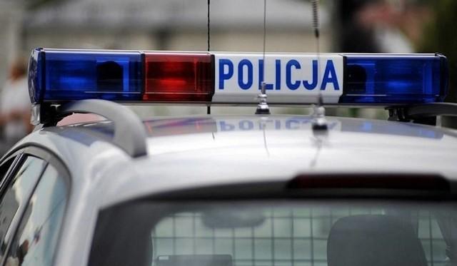 Policjanci pilotowali samochód z rodzącą kobietą przez ponad 15 kilometrów