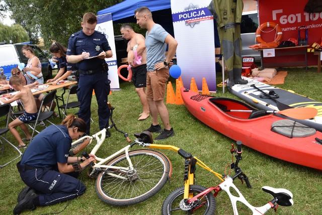 Rowery policja znakowała także podczas imprez w Pieczyskach i Wąsoszu. Chętnych nie brakowało