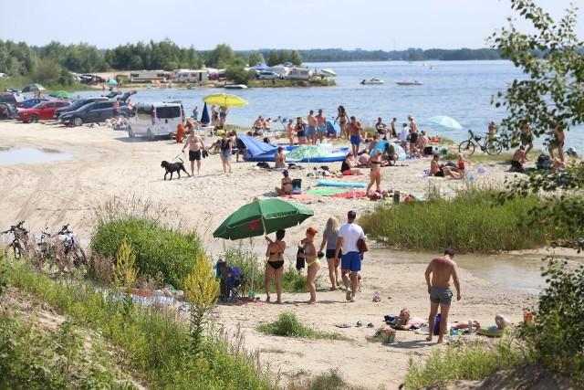 PogoriaDąbrowskie zbiorniki Pogoria są popularne wśród mieszkańców nie tylko Zagłębia. Można tu poleżeć na plaży, ale też pojeździć na rolkach czy na rowerze. Latem na parkingu jest tu bardzo tłocznie, dlatego warto rozważyć opcję kolejową.Zobacz kolejne zdjęcia. Przesuwaj zdjęcia w prawo - naciśnij strzałkę lub przycisk NASTĘPNE