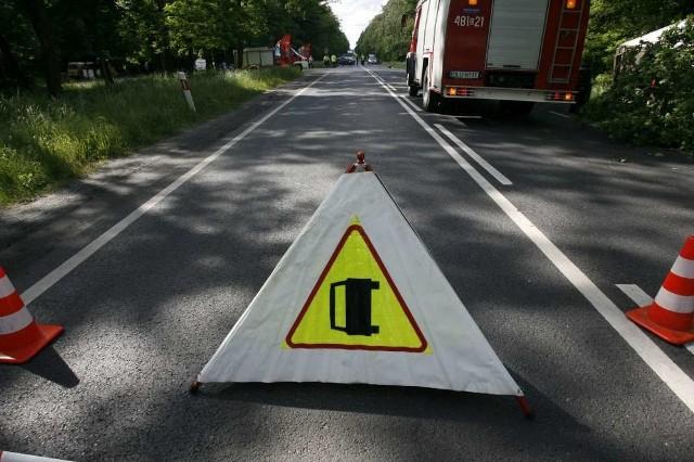 Na trasie S5 na wysokości Kraplewa występują utrudnienia. Ze zbiornika uszkodzonego samochodu ciężarowego wycieka paliwo