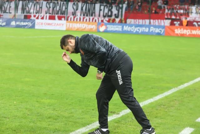 Symbolika religijna trenera Marcina Kaczmarka (na zdjęciu) przed meczem z Pogonią Siedlce przyniosła szczęście.CZYTAJ DALEJ NA KOLEJNYM SLAJDZIE