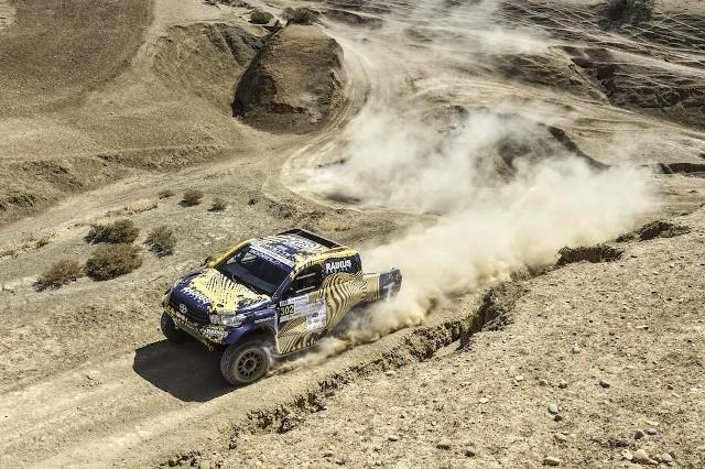 Toyota Hilux prowadzona przez Domżałę dojechała do mety jako szósta.
