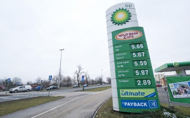 W Koszalinie znowu zatankujemy drożejWedług danych Polskiej Izby Paliw Płynnych Koszalin nadal jednak należy do miast, w których ceny benzyny i oleju napędowego są jednymi z najwyższych w kraju.