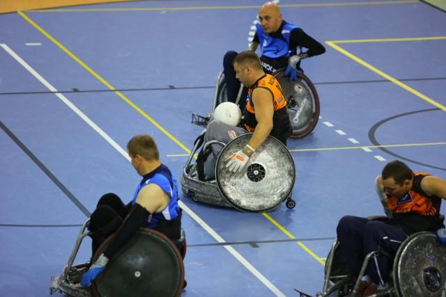 Rugby na wózkach to niezwykle widowiskowa gra, która czasami może trwać nawet ponad dobę...