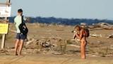 """Turyści wtargnęli na teren zamkniętego rezerwatu """"Mewia Łacha"""" k. Mikoszewa. Złapali młodego ptaka, później zwierzę znaleziono martwe"""