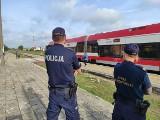 Policjanci z Tucholi kontrolują dworce, autokary, edukują dzieci [zdjęcia]