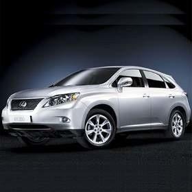 Trzecia generacja modelu RX wyróżnia się m.in. nowym wlotem powietrza do komory silnika. Fot. Lexus