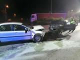 Groźny wypadek w Namysłowie. W zderzeniu audi i volvo poszkodowane został cztery osoby w wieku 18, 19 i 28 lat