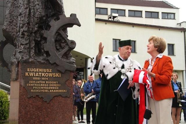 Posąg Eugeniusza Kwiatkowskiego odsłoniła Julita Maciejewicz-Ryś, wnuczka wybitnego inżyniera.