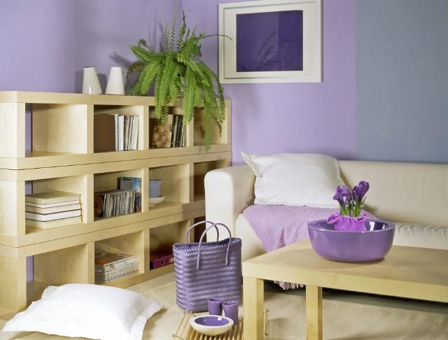 Ściany w kolorach pastelowychMałe pomieszczenia lubią ściany jasnych kolorach - najlepiej zimnych lub pastelowych.