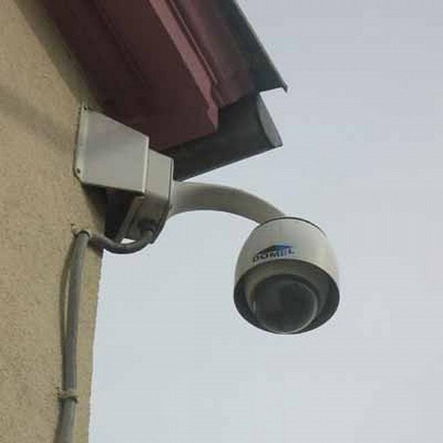 Policjanci podkreślają ponadto, że dzięki monitoringowi mają możliwość śledzenia przestępcy podczas ucieczki.