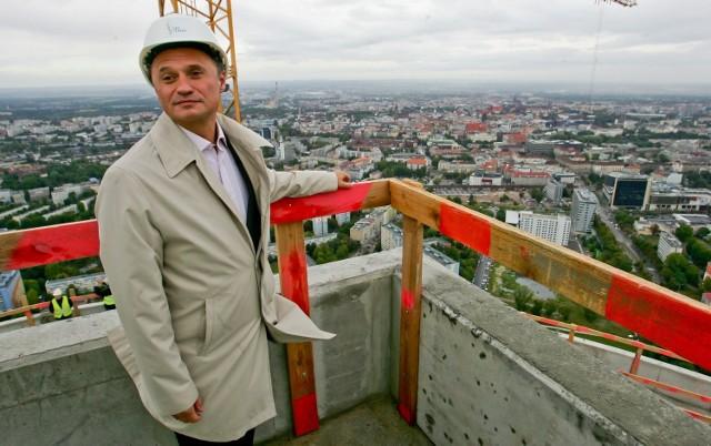 Sky Tower miał być dumą Leszka Czarneckiego. Widok z tarasu prezentował mediom już przed dwoma laty