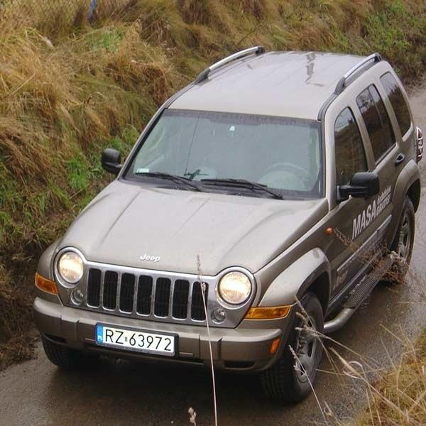 Jeep jest idealny na podmiejskie drogi.