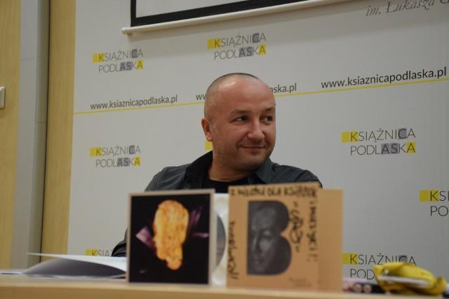 Michał Cira Ciruk na spotaniu w Książnicy Podlaskiej jako poeta