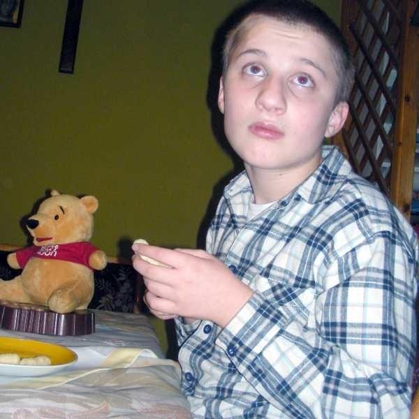 Po szczepionce Marek się zablokował. Dziś jest dwunastoletnim niemowlakiem,który uczy się wszystkiego od nowa.
