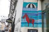 Kraków. Centrum zalewają bazgroły, ale na Kazimierzu można też znaleźć nieduże artystyczne murale [ZDJĘCIA]