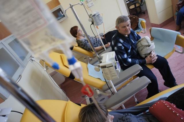 Onkolodzy mówią, że po wprowadzeniu pakietu nie mają czasu leczyć, bo muszą zająć się wpisywaniem danych do komputerów