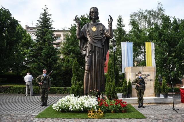 Figura Chrystusa z Pomnika Wdzięczności podzieliła poznaniaków
