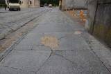 Remont przy placu Matejki w Zielonej Górze był całkiem niedawno, a chodniki już są tutaj połamane. Czy można je jeszcze wymienić?