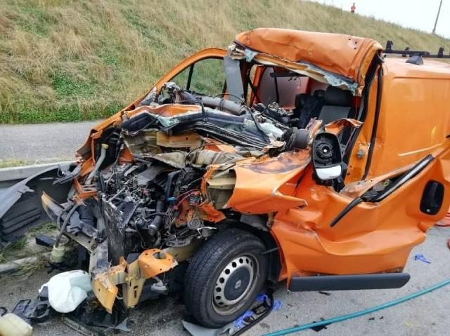 Na A1 koło Kamieńsku doszło do wypadku drogowego trzech samochodów. Autostrada jest zablokowana