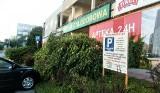 Oskarżeni o zakładanie blokad na parkingu na pl. Hirszfelda. Zarobek: 4450 zł w trzy miesiące