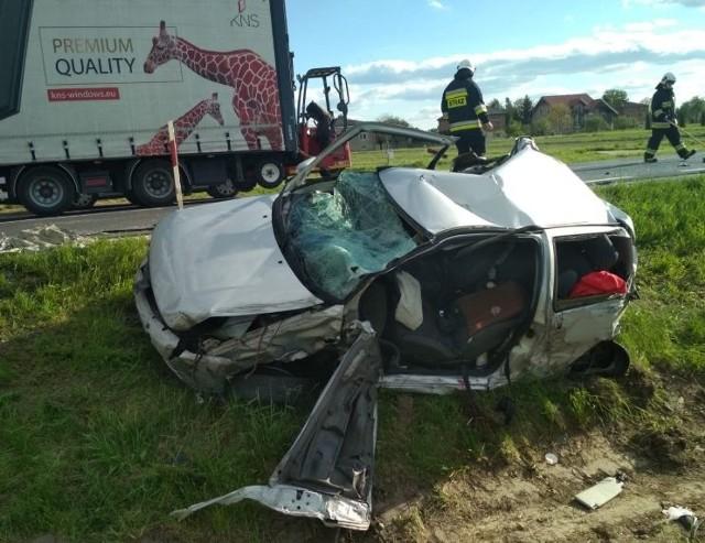 Wypadek czterech aut w Małęczynie. Jedna osoba trafiła do szpitala.