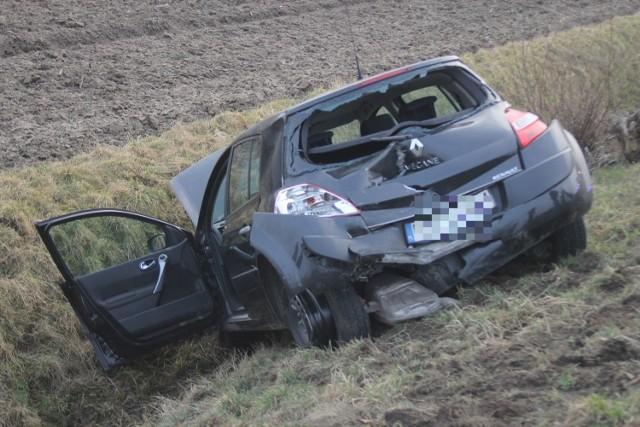 Na drodze krajowej nr 36 za Smoszewem w kierunku Biadek, na wysokości skrzyżowaniu z drogą do Gorzupi, doszło do wypadku trzech samochodów osobowych.