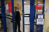 Zakażenia koronawirusem wykryto w siedmiu szkołach podstawowych na terenie powiatu poznańskiego